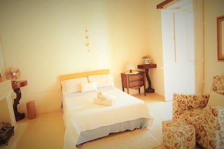 ERUQ Queen  room - Ta' Kerċem