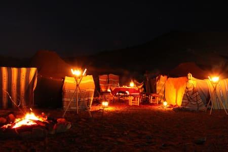 BIVOUAC / HAIMAS en el desierto