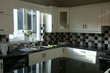 Large Architecturally Designed Home, Tralee 4km - House