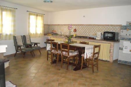Graziosa casa vacanza - Nurachi - Hus