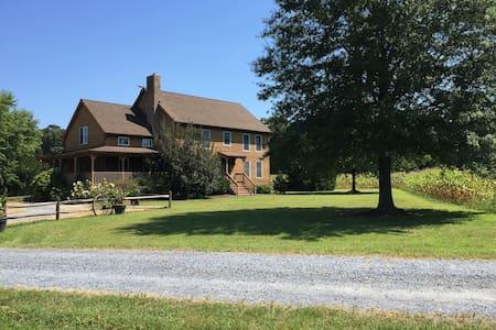 Farmhouse Retreat-rural-must see! - Bridgeville - House