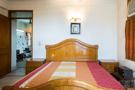 Feel at Home in a Secured Apartment - New Delhi - Lejlighed