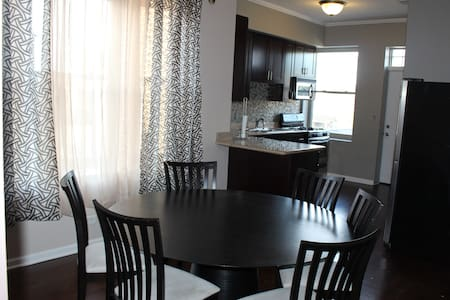 Luxurious Modern 3BR/2BA Condo - Chicago - Appartement