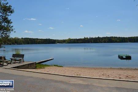 Peaceful Wisconsin Cabin Getaway! - On the lake - Wild Rose - Stuga