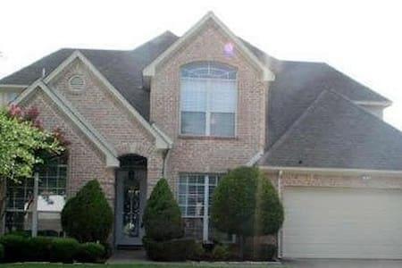 Easy Living in 2500qft 4BD/3BA - Arlington - House