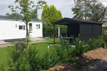 Mooi Chalet op rustige Camping - Chalet