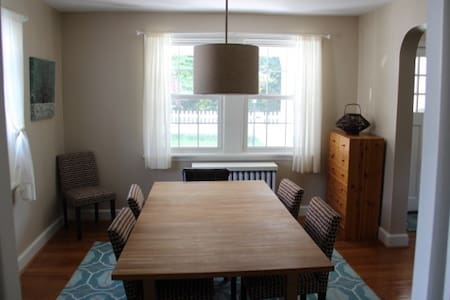 Charming 1920's Bungalow - Easy train to Philly - Narberth - House