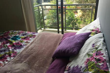 Ensuite room with private balcony - Leumeah - Apartment
