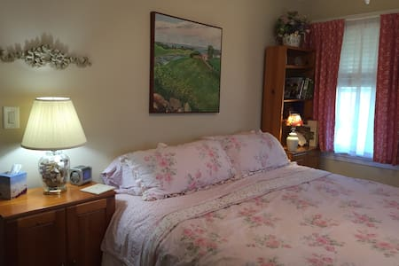 A Beautiful Sunset Room - Bed & Breakfast