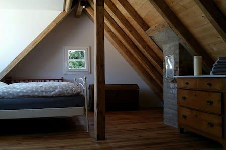 Gemütliches Dachzimmer mit Charme - Maison