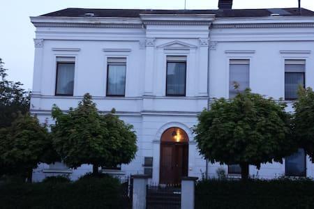 1875 erbaut in Kirchen - Condominium