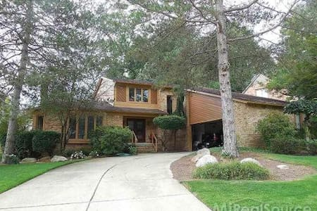 Beautiful home with huge spaces - Rochester Hills