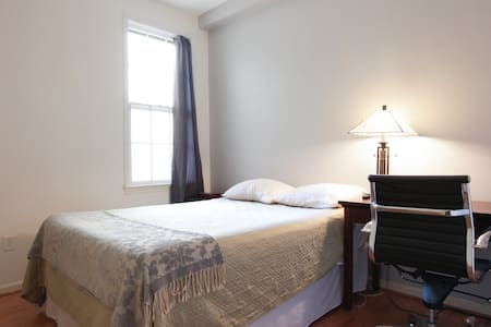 Cozy 1-Bd Close to DuPont Circle