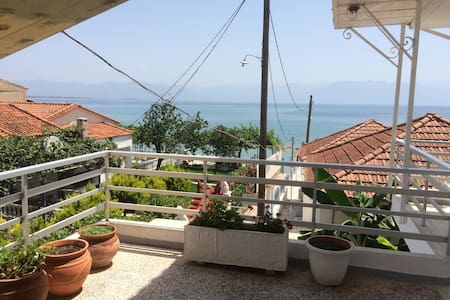 Vrysi to psefti apartments 30 meters From the sea - πεταλιδι - Apartament