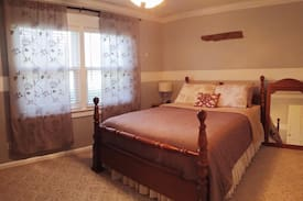 Picture of Guest room with Queen bed