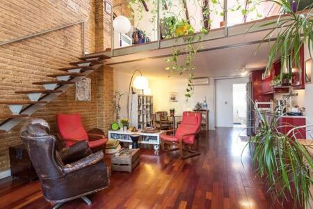 Luninosa habitación privada en loft Ruzafa. - Leilighet