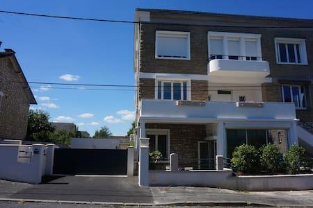 Joli appartement T2 moderne, terrasse et parking - Brive-la-Gaillarde - Apartment