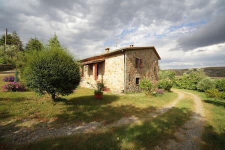 Toscana, Amiata, Valdorcia (casale) - Abbadia San Salvatore