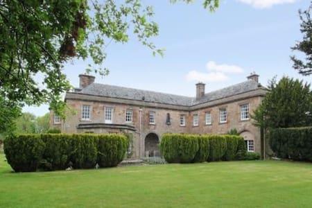 Stylish garden flat 15 mins drive from Edinburgh - Lasswade