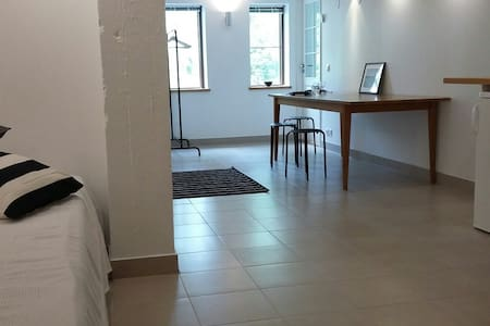 Modern, calm 50 m2 fully separate apartment - Wohnung