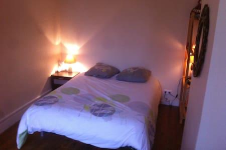 chambre calme, lumineuse  proche du centre ville - Pamiers