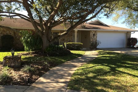 Beautiful Lake Front Home - Titusville