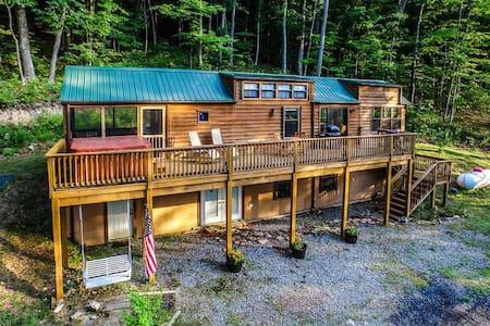 Cedar 2BR Cabin in Lake Ferndale - 斯普林菲尔德