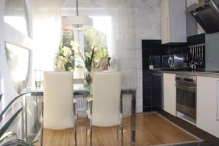 Fewo Villa Wohntraum Varel Nordsee1 - Apartament