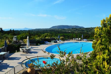 Villa with big shared pool surrounded by nature - Souri - Villa