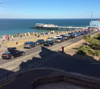 Sea views on edge of lively town - Cromer