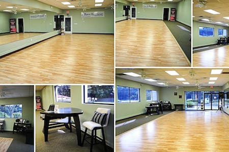 Throw A Party in Our 3ksf  Studio!
