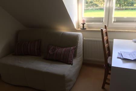 Zimmer nahe Hamburg mit Garten - House