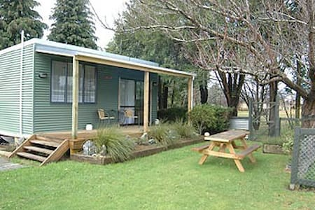 Stuart Cottage with Private Garden - Te Anau