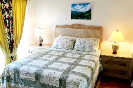 Elegantly cozy room w/ private entrance & bathroom - Princeville - Condominio