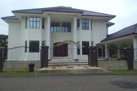 PERSONA GUEST HOUSE!!!!!! - Bemban - Rumah