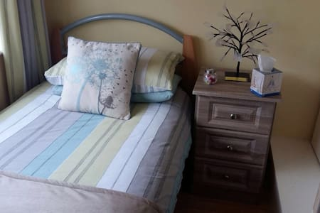 SUNNY SINGLE ROOM. - Artane - Casa