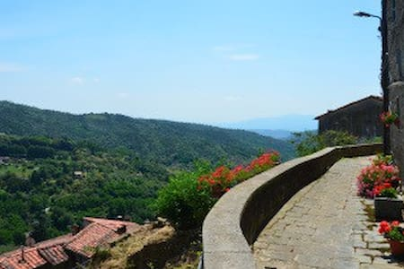 Tuscany hill town luxury with views - Vellano - Apartment