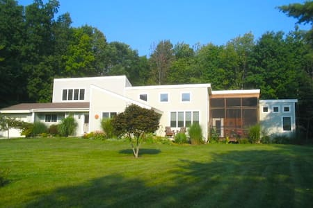 Light-filled elegance on 4 acres in Stockbridge. - West Stockbridge
