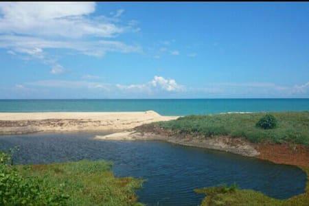 Hikmah Retreat By the sea - Maison