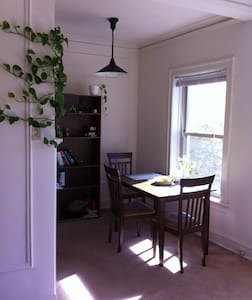 1 Bedroom Apt Clean and Safe - Evanston - Apartment