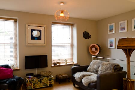 Luxury split level studio in the heart of Topsham - Topsham - Apartamento