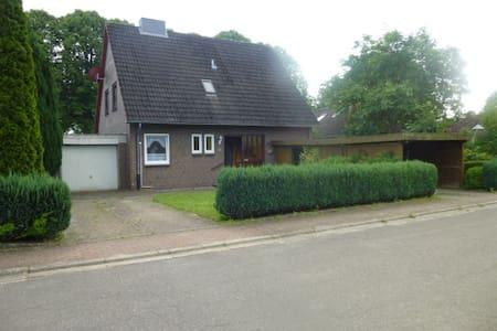 Ferienhaus mit Garten - Felm - Casa