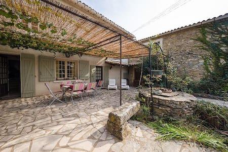 Belle maison de charme - Sabran - Huis