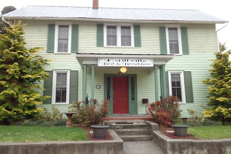 Estillville B&B-The Robert Douglas - Gate City - Bed & Breakfast