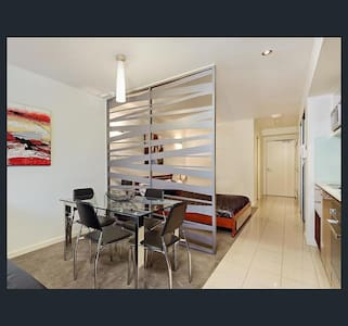 Great modern unit in east perth - East Perth - Huoneisto