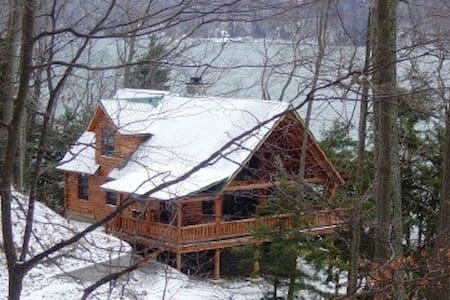 Luxury lakeside Log Cabin in forest - Skaneateles - 一軒家