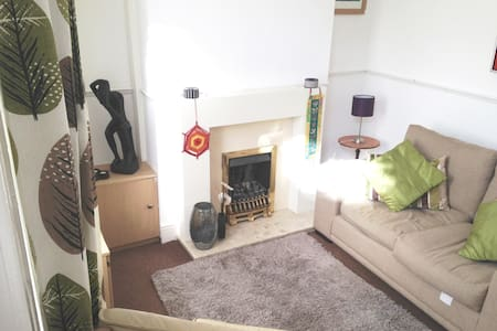 Feel at home ...with easy access to Manchester - Casa