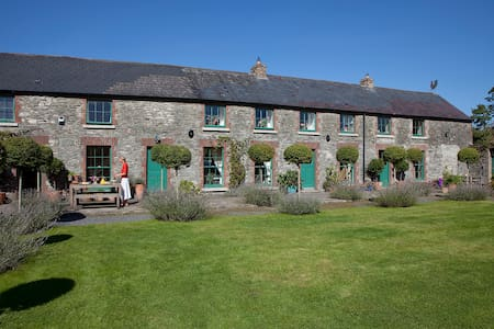 Luxury 18th Century Georgian Stable Yard House - Athy