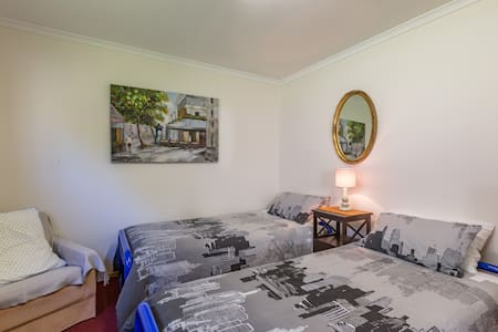 Budget room in great location - Blackmans Bay