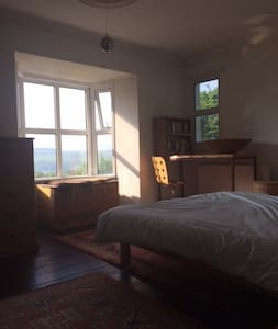 Large, sunny double room with view - Aberystwyth - Casa